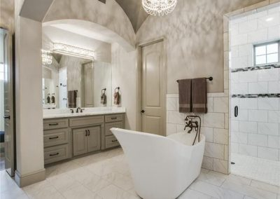 105 Turnberry Court - Master Bath