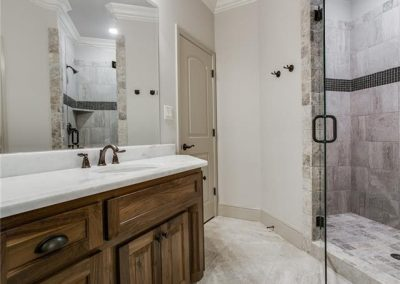 105 Turnberry Court - Upstairs Bath