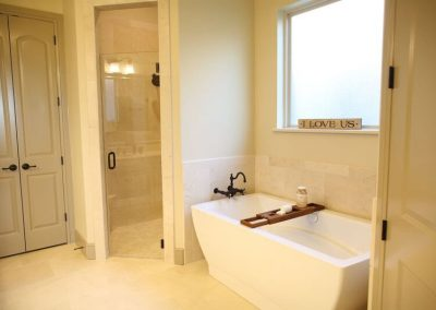 1004 Quarry Court - Master bath tub